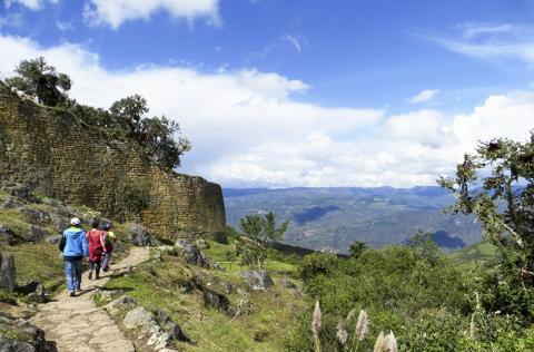'북쪽의 마추 피추'로 알려진 해발 3000미터 높이에 있는 쿠엘랍 요새.  CREDIT: Chiara Barbieri