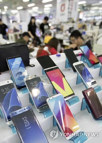스마트폰은 우리 생활에 엄청난 변화를 가져왔으나, 그 부작용에도 적절하게 대처해야 한다는 목소리가 높다.  Credit: 연합뉴스