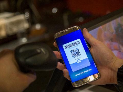 중국의 핀테크 시장 확산은 놀라울 정도이다. 거지도 구걸을 모바일 페이로 받는다. ⓒ FLICKER.COM