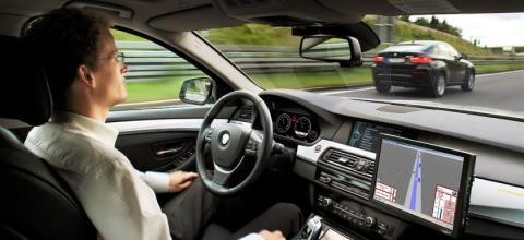 자동차회사들과 일부 정치권에서 곧 무인차 시대가 도래할 것처럼 주장하고 있지만 기술적으로 아직 넘어야 할 과제가 산적해 있다는 것이  무인차 관련 엔지니어들의 견해다.