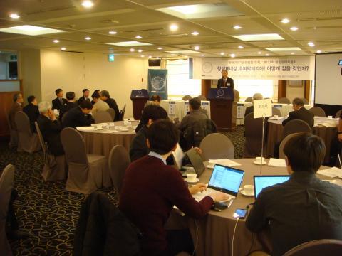 121회 한림원탁토론회가 '항생제내성 슈퍼박테리아! 어떻게 잡을 것인가' 주제로 열렸다.