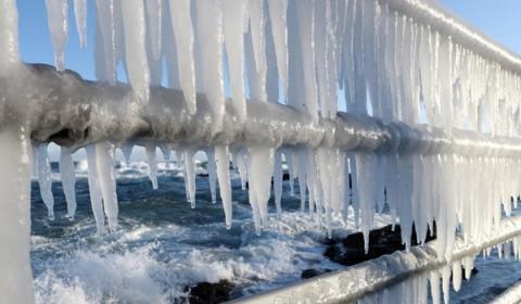 살을 에는 듯한 겨울철 추위가 계속된다면 이상기후를 의심해봐야 한다