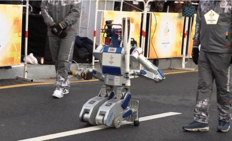 이번 평창 동계올림픽에서 세계 최초 로봇 성화주자가 된 휴보. ⓒ 카이스트