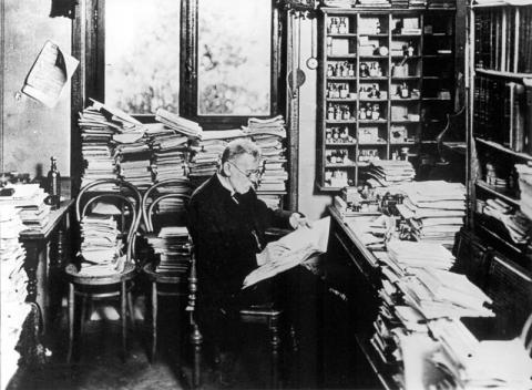 연구에 몰두 중인 에를리히1910년. ⓒ Free photo