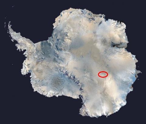 지구의 환경에 영향받지 않고 태고의 자연을 그대로 간직한 남극의 보스토크 호수(빨간선) 탐사는 생명의 기원을 풀 열쇠로 꼽힌다.  ⓒ Wikipedia