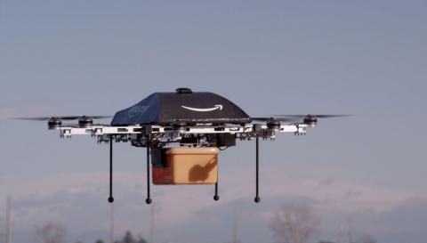 드론과 다른 항공기 간의 충돌을 방지하기 위한 무선 비행통제 시스템(RPS)이 이동통신업체 보다폰을 통해 개발돼 세게적인 주목을 받고 있다. 사진은 배달용으로 개발된 아마존의  택배 드론.  ⓒamazon.com
