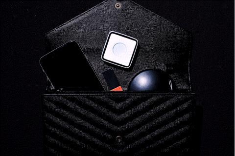 피코는 핸드백에 들어갈 정도로 얇고 작다는 점을 강조하고 있다. ⓒhttps://www.indiegogo.com