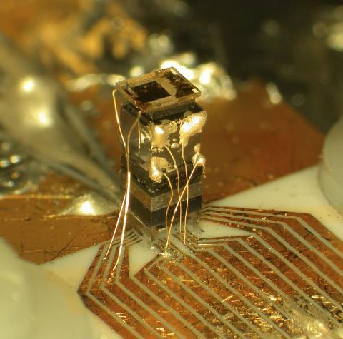 최근 원자시계 기술이 발전하면서 국제도량형국(BIPM)을 통해 초정밀 원자시계를 통한 시간 재정의 프로젝트가 시작됐다. 사진은 칩을 통해 시간을 측정하고 있는 원자시계.  ⓒWikipedia