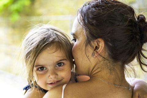 엄마가 들려주는 노래는 아기와 엄마의 마음을 동시에 달래주고 친밀감을 형성한다.   Credit: Pixabay