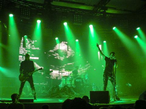 라이브 공연을 찾는 이유는 그냥 '생생하다'는 이유를 넘어 인지 신경적인 만족감의 이유가 있다.