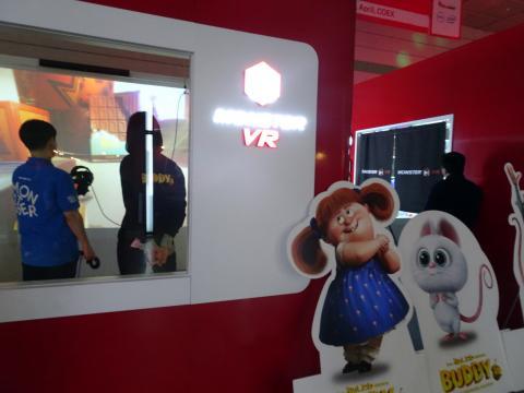 큐브형 상자 안에서 가상현실 체험을 하면서 노래, 영상, 게임, 애니메이션 등을 즐길 수 있는 '몬스터 VR 큐브'. ⓒ 김은영/ ScienceTimes