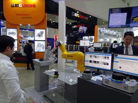 스위스 산업용 로봇업체 스토브리 로보틱스가 개발한 신형 협동 로봇 'TX2'. ⓒ 김은영/ ScienceTimes