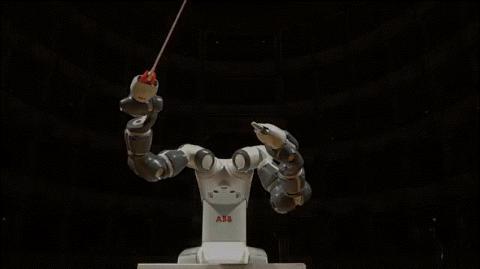 협동로봇이 공장을 나왔다. 지난해 9월 12일 지휘자로 나선 ABB 양팔로봇 '유미'.