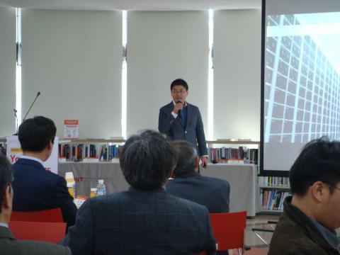 '테크 스타트업의 시작'이라는 주제로 자신의 창업이야기를 소개하고 있는 김부기 스탠다드 에너지 대표