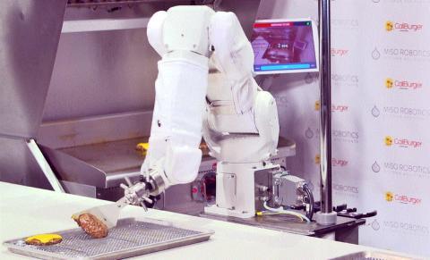 미소 로보틱스(Miso Robotics)가 개발한 협동로봇 플리피가 햄버거 패티를 굽고 있다.  ⓒ Miso Robotics