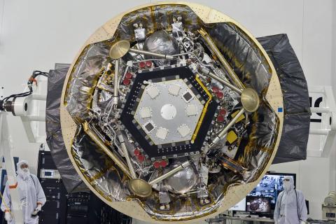 우주선 제작에 3D 기술이 채택되는 등 자동차, 항공, 의료, 신소재, 패션 등 산업 전반에 주역으로 부상하고 있다. 사진은 미국 반덴베그 공군기지의 우주선 제작 시설.    ⓒNASA