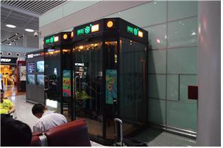 중국 국제 공항에 입점해 운영되고 있는 소형 노래방 기기. 해당 기계는 100% 모바일 결제로만 이용할 수 있다.  ⓒ 임지연 / ScienceTimes
