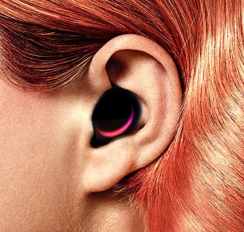 귀에 꽂는 작은 컴퓨터 히어러블이 기존 웨어러블 시장의 대안으로 부상하고 있다. ⓒ 위키피디아(Nicolas Sadoc)