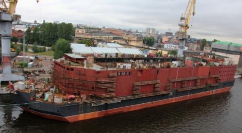 러시아가 건조한 부유식 원자력 발전소가 최근 시범 항해를 시작했다 ⓒ ShipSpotting.com