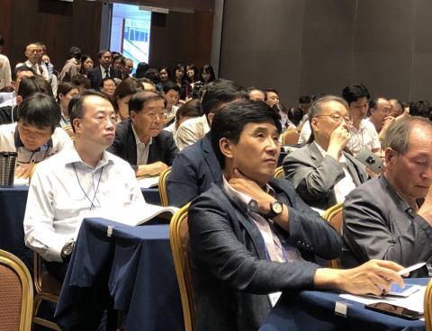 2018 과학기술연차대회의 특별세션으로 열린 4차 산업혁명 핵심 기술 행사에는 앉을 자리가 없을 정도로 많은 사람들이 몰려 이 주제에 대한 높은 관심을 보여줬다. ⓒ 조인혜/ ScienceTimes