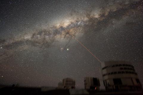 우주생성, 생명탄생의 단초가 되는 별 사이 우주공간에 있는 성간 물질의 비밀이 최근 밝혀지고 있다. 사진은 1500억 개의 별들이 모여 있는 은하.  ⓒWikipedia