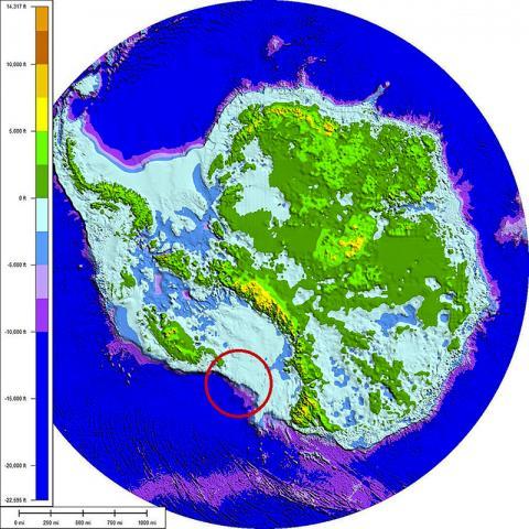 남극 대륙 지도. 아래 붉은색 원은 파인 아일랜드 빙하가 위치한 곳. CREDIT: Wikimedia Commons / Paul V. heinrich