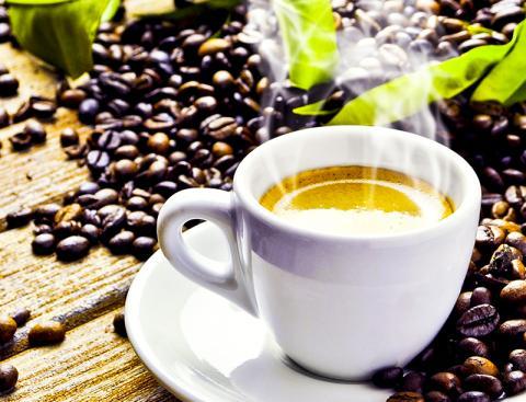 커피는 위장이나 심장이 약한 사람에게 좋지 않을 수 있다고도 하나 간건강에는  유익할 수 있다고 한다.  ⓒ Pixabay