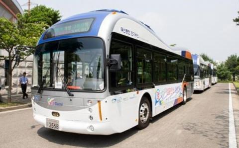 도로주행 기반 무선충전 방식으로 작동되는 전기버스 ⓒ 구미시청