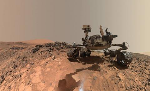 2012년 화성탐사선 '큐리오시티(Curiosity)'가 화성 탐험을 시작한 이후 5년 10개월만에 암석(이암) 안에  생명체의 존재를 추정할 수 있는 유기 고분자를 다수 발견했다.   ⓒNASA