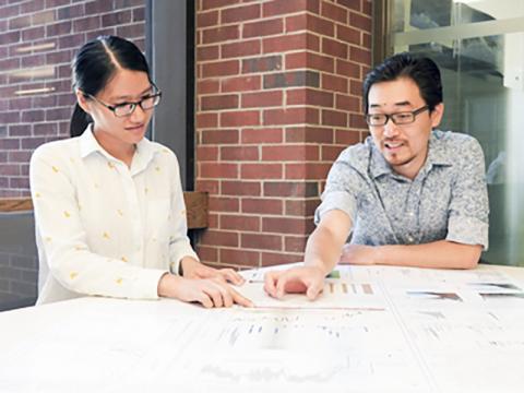 연구를 수행한 지구화학자인 준리 루 교수(오른쪽)와 와니 루 연구원.  Credit: Syracuse Univ. News / STEM