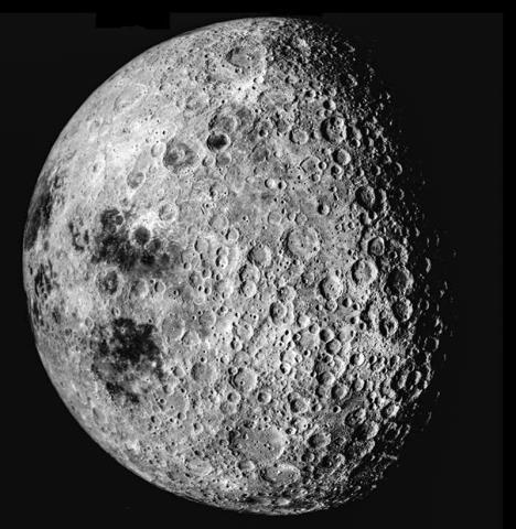 아폴로16 우주선에서 찍은 달의 동쪽 측면. CREDIT: NASA