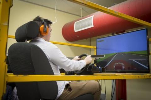 진동하는 시뮬레이터에서 운전하기 ⓒ RMIT University