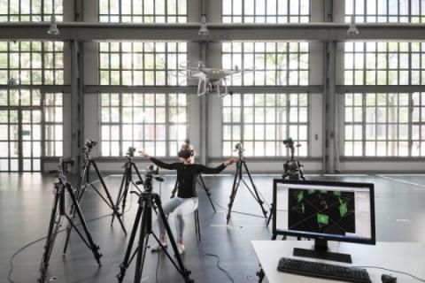 몸통을 이용한 드론 조종 기술 개발 ⓒ EPFL / Alain Herzog