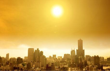 장기간 더위가 이어지는 열파로 인해 세계가 몸살을 앓고 있다. 체온조절에 실패할 경우 생명을 위협할 수 있다는 우려가 과학자들로부터 제기되고 있다.  ⓒCDC