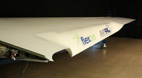 초경량에 휘는 성질까지 갖고 있는 소재인 flexfoil  ⓒ NASA