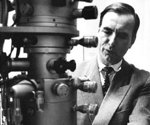 독일의 전기공학자 에른스트 루스카는 전자현미경을 개발한 공로로 1986년 노벨 물리학상을 수상했다. ⓒ 사진출처 : http://whenintime.com