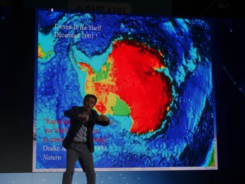 남극은 기후온난화로 빙하가 녹고 있다. 기후변화의 중요성을 설명하는 윤호일 소장. ⓒ 김은영/ ScienceTimes