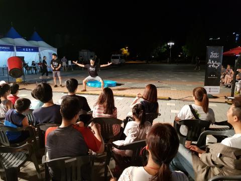 지난 9~11일 늦은 저녁, 일산 호수공원에서 펼쳐진 사이언스 버스킹이 신나는 음악과 춤으로 시작됐다. ⓒ 김순강 / ScienceTimes