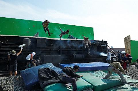 영화 부산행. 좀비 떼들을 실제 모습과 같이 VFX 촬영을 하기 위해 준비하는 모습. ⓒ 빅스톤픽쳐스