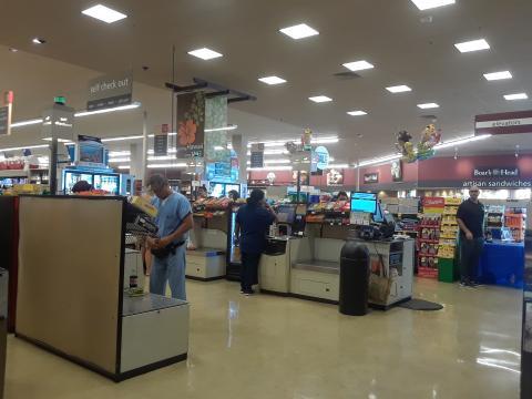상대적으로 고객들이 붐비는 무인 계산대 모습. ⓒ 임지연 / ScienceTimes
