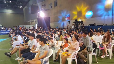 '과장창' 공개방송이 진행되는 동안 많은 사람들이 재미있는 과학이야기를 들으며 즐거워했다.