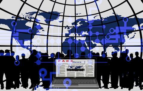 인터넷과 소셜 미디어의 부상은 가짜뉴스 문제를 더욱 복잡하게 만들고, 뉴스 수신자들은 복잡한 현실보다는 단순한 픽션에 끌리기가 훨씬 용이해 졌다고 저자들은 진단한다.   Credit :Pixabay