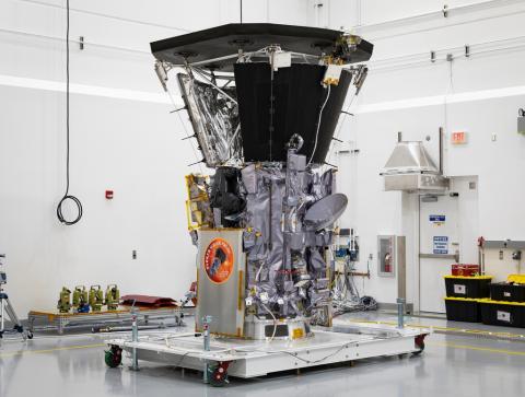 소형차 정도 크기의 파커 호에는 태양열을 막아주는 방패 모양의 열 보호 시스템(TPS)이 장착돼 있다. ⓒ NASA