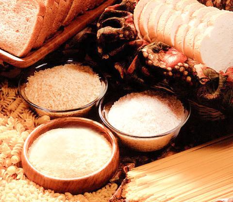 장기적인 저탄수화물 식이는 고탄수화물 식이보다 사망위험을 높인다는 연구가 나왔다. 쌀과 밀 등 탄수화물이 많은 곡물로 만든 빵과 밥, 국수, 파스타 등은 인류의 주요 식량원 역할을 해 왔다.  CREDIT : Wikimedia Commons