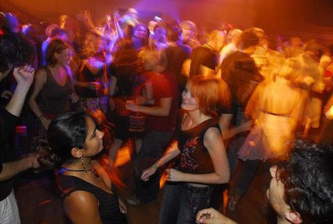 네덜란드 '디스커버리 페스티벌'에는 라이브 음악, 영화, 공연, DJ, 댄스 등이 과학을 만나 새로운 바람을 불러일으키고 있다.