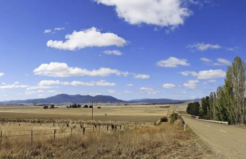 심한 가뭄에 시달리고 있는 호주 빅토리아주 베남브라 들녁. Credit: Wikimedia Commons