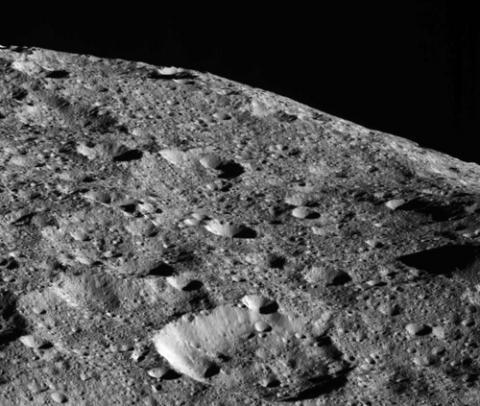 돈이 찍어 전송한 세레스 표면. ⓒ NASA/JPL-Caltech