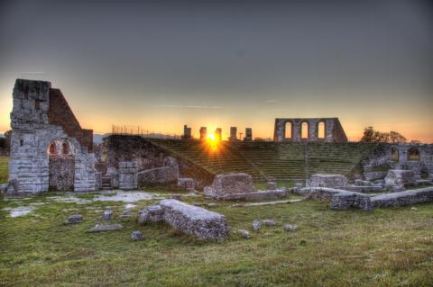 중세 대표적인 유적들을 보존하고 있는 이탈리아 구비오 시의 중세 로마 유적. 최근 기후변화로 인해 구비오 시의 유적들이 심하게 훼손되고 있다.  ⓒWikipedia