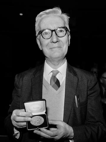 1973년 노벨 생리의학상을 수상한 동물학자 니콜라스 틴베르헌. ⓒ Rob Mieremet (ANEFO)