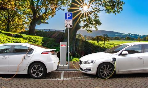 각국의 환경 규제가 강화됨에 따라 화석연료 대신 전기를 연료로 사용하는 전기자동차가 자동차 업계의 주력 업종으로 부상하고 있다. ⓒ Public Domain